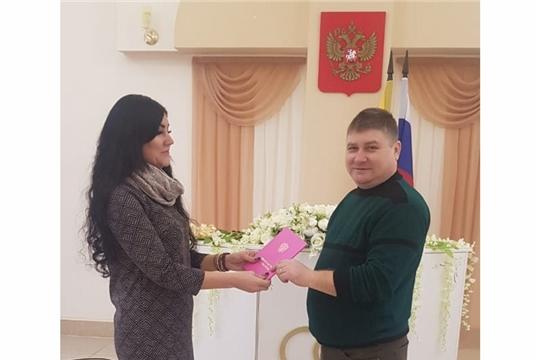 В отделе ЗАГС администрации Шемуршинского района состоялась торжественная регистрация первого новорожденного в 2020 году