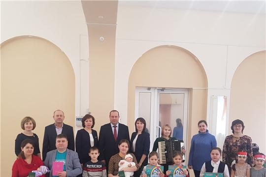 Торжественная регистрация новорожденных и вручение удостоверений многодетным семьям в Отделе ЗАГС Шемуршинского района