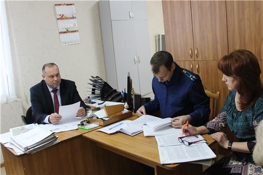 Состоялось плановое заседание комиссии по делам несовершеннолетних и защите их прав при администрации Шемуршинского района
