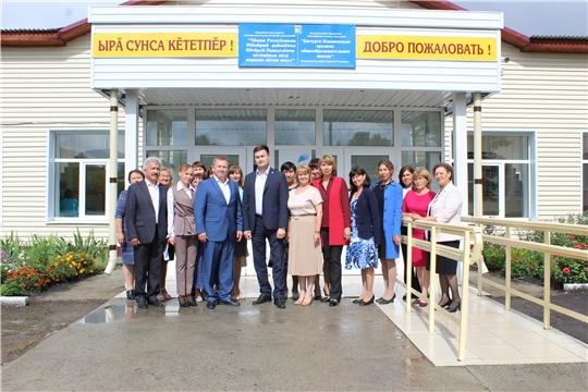 Министр образования и молодежной политики Чувашской Республики Сергей Яковлев побывал с рабочей поездкой в Шемуршинском районе