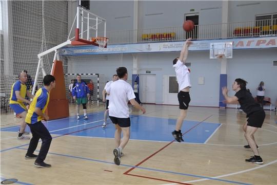 Обучающиеся Шумерлинского района примут участие в первенстве Чувашской Республики по баскетболу среди юношей и девушек до 16 лет.