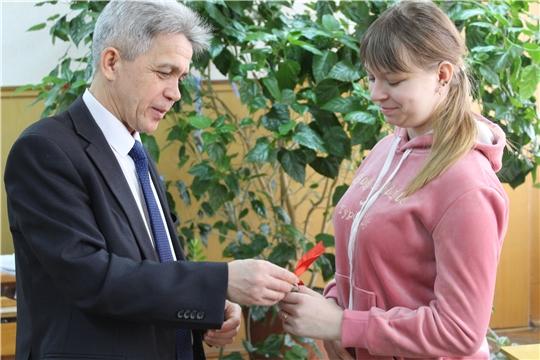 В администрации района состоялось  вручение ключей от новой квартиры сироте