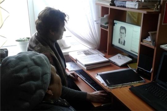 В Шумерлинской сельской библиотеке ведется работа по размещению фотографий участников ВОВ на портал «Дорога памяти»