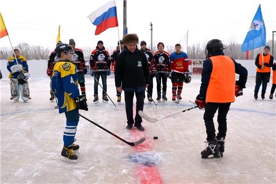 В рамках программы «Добрый лед» в Батыревском районе открылась новая хоккейная коробка