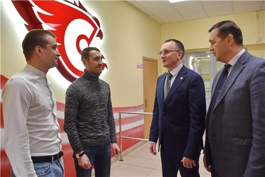 И.о. министра физической культуры и спорта Василий Петров проинспектировал работу республиканской школы хоккея