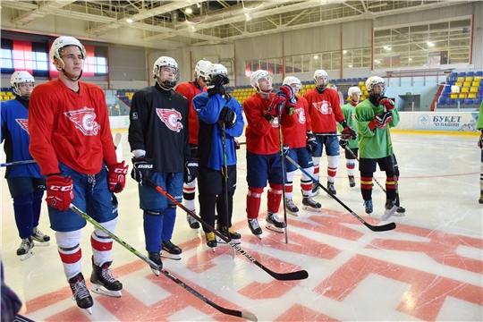 В ледовом дворце «Сокол» в Новочебоксарске прошла презентация молодежной хоккейной команды «Сокол»
