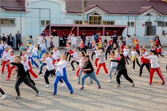 В рамках грантового проекта «Аэробика-это просто! От 4-х до 90-а!» в Чебоксарах прошел межрегиональный фестиваль