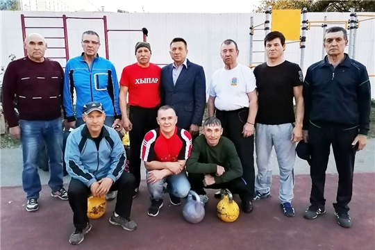 Ветераны-гиревики Чувашии отметили День пожилых людей соревнованиями