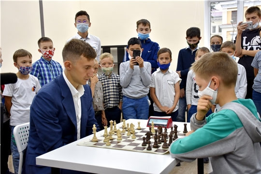 Продолжается набор в Шахматную школу международного гроссмейстера Сергея Карякина