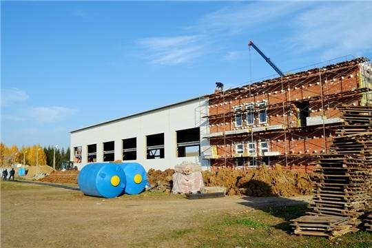 Министр проинспектировал ход строительства бассейна в с. Аликово