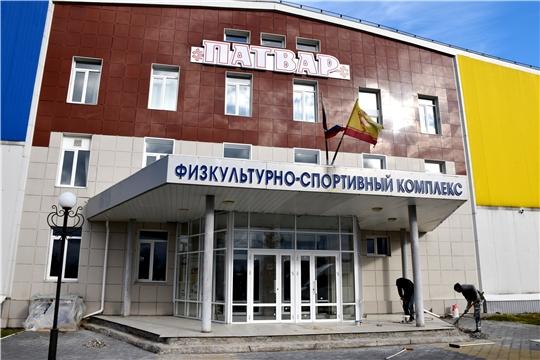 Глава Чувашии проинспектировал ход реконструкции ДЮСШ-ФОК «Патвар»