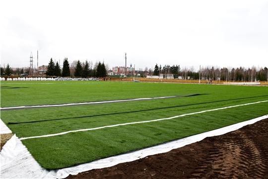 Министр спорта Чувашии Василий Петров проинспектировал ход строительства футбольных полей