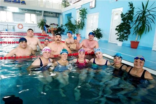 Обучение инструкторов в рамках программы обязательного обучения плаванию младших школьников набирает обороты
