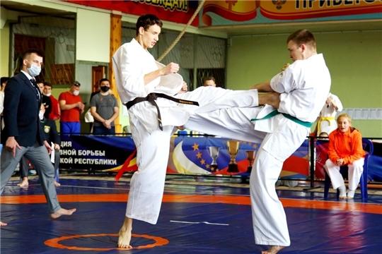 Разыграны медали чемпионата и первенства Чувашии по киокусинкай