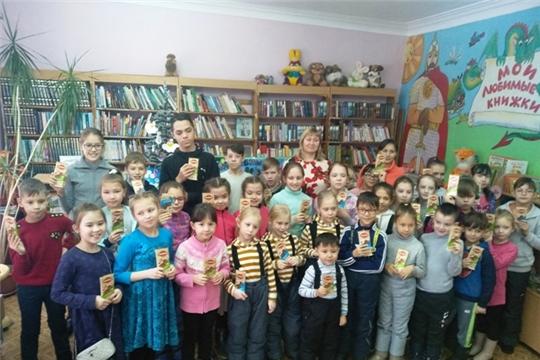 Для юных читателей Урмарской библиотекари подготовили празднично-игровую программу «Новогоднее ассорти»