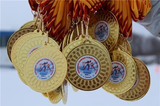 На центральном стадионе п. Урмары для любителей лыжного спорта Урмарского района прошли традиционные Рождественские лыжные гонки