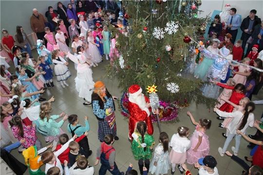 Состоялась благотворительная Рождественская ёлка главы администрации Урмарского района