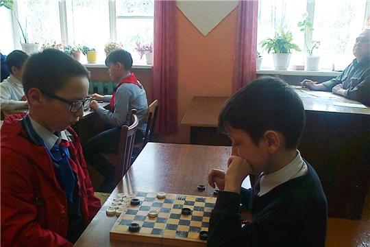 Турнир  по  шашкам  среди школьных  команд