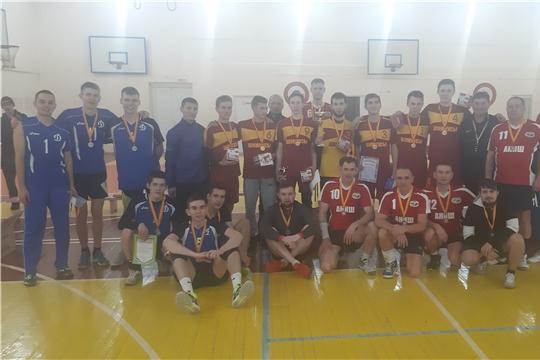 Команда «Шимкусы» – победитель открытого турнира по волейболу среди мужских команд на кубок главы администрации Урмарского района