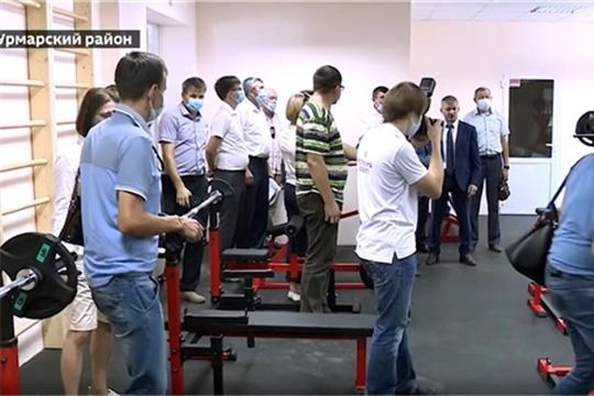 Олег Николаев побывал на спортивных объектах Урмарского района
