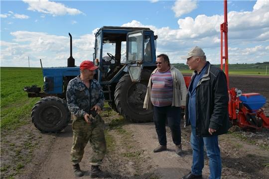 Глава администрации района ознакомился с ходом весенне-полевых работ