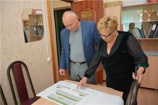 Глава администрации района оценил готовность школы №1 поселка Вурнары к итоговой аттестации, ознакомился с ходом ремонта