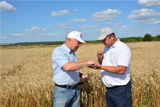 Леонид Николаев ознакомился с ходом уборочных работ в хозяйствах района