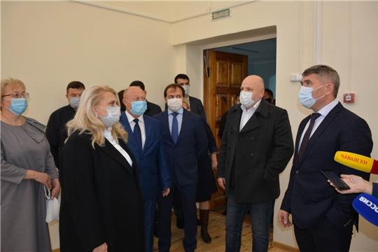 Глава Чувашии Олег Николаев посетил Вурнарскую школу №1