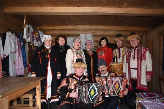 Съемочная группа российского познавательного канала «Телепутешествия»  в деревне Верхние Ачаки