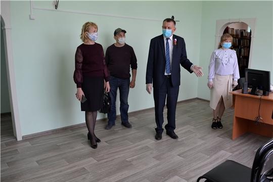 Глава администрации Яльчикского района Николай Миллин ознакомился с ходом ремонтных работ в учреждениях культуры