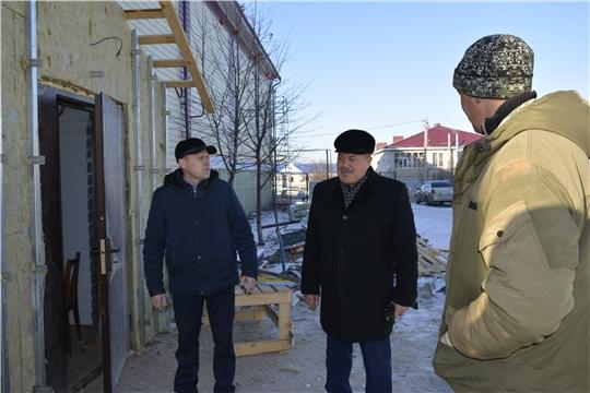 Глава администрации Яльчикского района Леонард Левый ознакомился с ходом ремонта Дома спорта