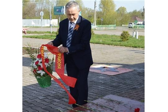 В селе Янтиково возложили цветы к Монументу Славы