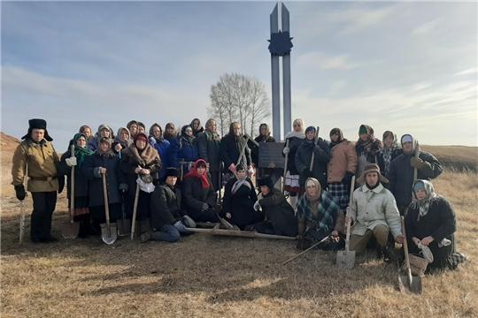 В селе Янтиково состоялся флешмоб «Строителям безмолвных рубежей»