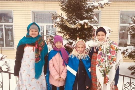 Уличные колядки в Рындинском поселении: «Поем, пляшем, колядуем»
