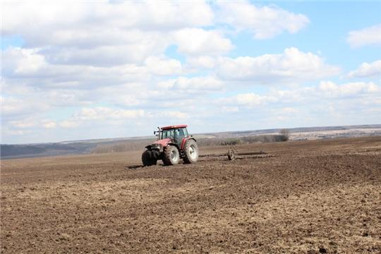 Сергей Артамонов ознакомился с ходом весенне-полевых работ в хозяйствах Цивильского района
