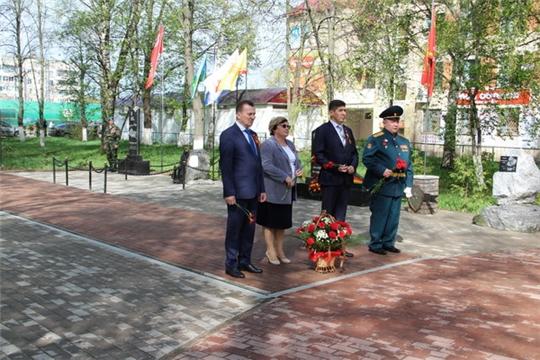 Состоялось возложение цветов к монументу Неизвестного солдата в Сквере Победы г. Цивильска
