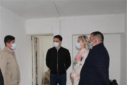 Глава администрации района Сергей Беккер ознакомился с ходом капитального ремонта ДОЛ «Звездный»