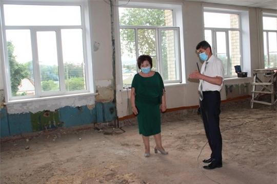 Глава администрации района Сергей Беккер посетил Цивильскую среднюю школу №2