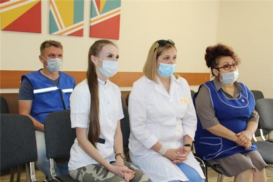 Глава администрации района поздравил с профессиональным праздником работников скорой медицинской помощи