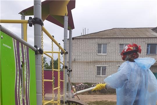 В Цивильском районе продолжается дезинфекция общего имущества многоквартирных домов, придомовых территорий и общественных пространств
